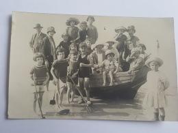 CARTE PHOTO Ancienne GRANDE FAMILLE EN BATEAU CPA Animee Postcard - To Identify