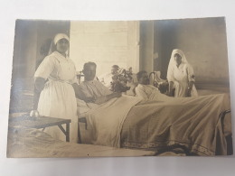 CARTE PHOTO Ancienne INFIRMIERE ET PATIENT HOPITAL CPA Animee Postcard - To Identify