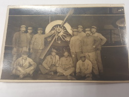 CARTE PHOTO Ancienne GROUPE HOMMES DEVANT AVION CPA Animee Postcard - To Identify