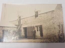 CARTE PHOTO Ancienne GROUPE DEVANT MAISON EN PIERRE  CPA Animee Postcard - To Identify