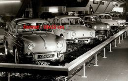 Reproduction D'une Photographie Ancienne D'un Salon De L'automobile Avec Des Ondine à Bruxelles En 1961 - Reproductions