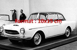 Reproduction D'une Photographie D'un Salon De L'automobile Avec Une Audi à Genève En 1959 - Reproductions