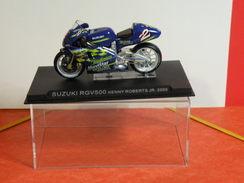 MOTO 1/24 > Suzuki RGV 500 Kenny Roberts JR  2000 (sous Vitrine) - Motos