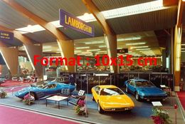 Reproduction D'une Photographie D'un Salon De L'automobile Avec Le Stand Lamborghini à Genève En 1972 - Reproductions