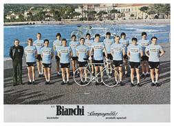 CARTE CYCLISME GROUPE TEAM BIANCHI 1977 FORMAT 17 X 24 - Cycling