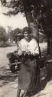 USA Femme Adossee A Un Arbre Automobile Ancienne Photo Amateur 1920 - Cars