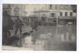 CPA Paris Inondé Passerelle Rue De La Pépinière N° 43 Noyer - Inondations De 1910