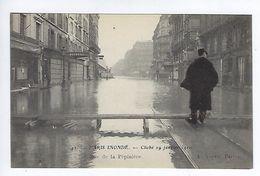 CPA Paris Inondé Rue De La Pépinière N° 42 Noyer - Inondations De 1910