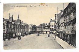 LA FERTE MACE  (cpa 61)  La Place Du Marché -   - L 1 - La Ferte Mace