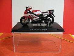 MOTO 1/24 > Yamaha YZF R7(sous Vitrine) - Motorcycles