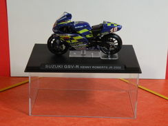 MOTO 1/24 > Suzuki GSV R. Kenny Roberts JR. 2002 (sous Vitrine) - Motos