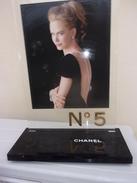 Presentoir Parfum Chanel N 5     45x33 Cm - Accessories