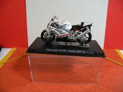MOTO 1/24 > Honda VTR 1000 SP 2 (sous Vitrine) - Motorcycles