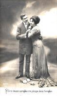 [DC11167] CPA - COPPIA ELEGANTE - Viaggiata 1912 - Old Postcard - Coppie