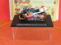 MOTO 1/24 > Honda NSR500 Michael Doohan 1998 (sous Vitrine) - Motorcycles