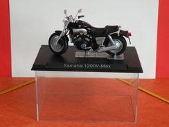 MOTO 1/24 > Yamaha 1200V MAX (sous Vitrine) - Motos