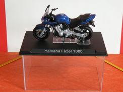 MOTO 1/24 > Yamaha Fazer 1000 (sous Vitrine) - Motorcycles