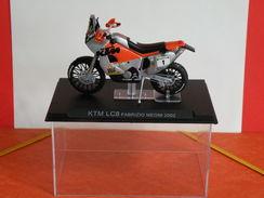 MOTO 1/24 > KTM LC 8 Fabrizio Méconi 2002 (sous Vitrine) - Motos