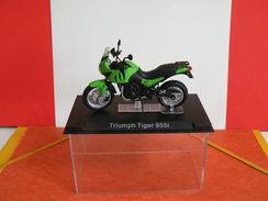 MOTO 1/24 > Triumph Tiger 955i (sous Vitrine) - Motorcycles