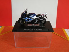 MOTO 1/24 > Suzuki GSX R 1000 (sous Vitrine) - Motorcycles