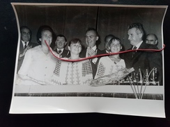 Nicolae Ceausescu- Nadia Comaneci Si Teodora Ungureanu (Agerpres) - Famous People