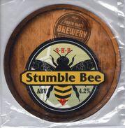 NEW UNUSED - SOUTH HAMS BREWERY (KINGSBRIDGE, ENGLAND) - STUMBLE BEE - PUMP CLIP FRONT - Signs