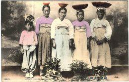 Carte Postale Ancienne De COREE-HUMBLE COREAN WOMEN CUTING - Corée Du Nord
