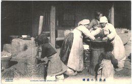 Carte Postale Ancienne De COREE-COREANS MAKING BEANCURD - Corée Du Nord