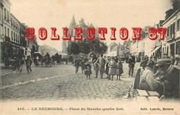 MARCHÉ Au NEUBOURG - COMMERCE  ETALAGE De MARCHANDS AMBULANTS - CP Pour MARGUERITE DURON INSTITUTRICE à VALLIERE CREUSE - Halles