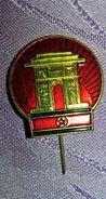 NO Pin's Rare épinglette MONUMENT  Militaire Corée Du Nord P27 - Badges