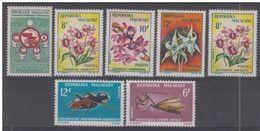 LOTE 1455  ///  (C055) MADAGASCAR   //  YVERT Nº: 385/387 + 427/428** MNH + 352 + 385*MH   //  CATALOG./COTE: 4,75€ - Madagascar (1960-...)