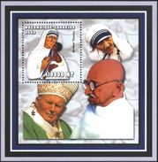 Mint S/S Mother Teresa,  Pope John Paul II, Mahatma Gandhi 2002 From Mozambique - Mother Teresa