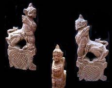 Poulie Homme Lion I / Weaving Wheel Featuring The Lion-man Figure - Art Asiatique