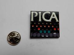 Superbe Pin's , PICA , Informatique ?? - Computers