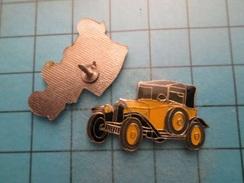 Pin513b Pin's Pins /  PETIT TACOT JAUNE ANNEES 1910 PEUT ETRE FORD T ?   , Belle Qualité !!!    Marquage Au Dos : ----- - Ford