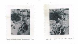 Lot De 2 Anciennes Petites PHOTOS 4 X 5 Cm De MEZIDON (14) En 1952.. MOTO MONET GOYON - Orte