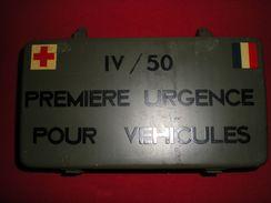 """TEOUSSE DE PREMIERE URGENCE POUR VEHICULE """"M 69"""" - Equipo"""