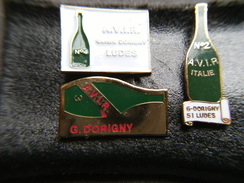 3 Pin's Bouteille De Champagne AVIR 2 3 Et 4, G DORIGNY à LUDES 51 Négociant Matériel Vins/raisins AOC,EGF/EAF. - Beverages