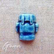 Feve Ancienne Publicitaire Artisanale Sac A Dos Bleu Azur Loisirs Biot Faience Céramique - Charms