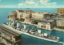 """Nave """"Artigliere"""" D553, Passaggio Nel Canale Navigabile A Taranto (Puglia), """"Artigliere"""" Ship In The Navigable Channel - Guerra"""