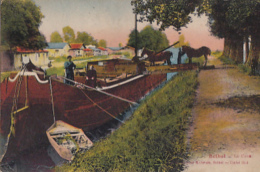 RETHEL      . LE CANAL. PENICHE EN GROS PLAN . CHARGEMENT DE 2 CHEVAUX DE HALLAGE - Rethel