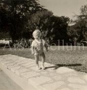 Photo Ancien / Foto / Baby / Bébé / Size: 8.50 X 6 Cm. / Small Photo With Large White Border / Gaston Taymans / 1962 - Personnes Identifiées