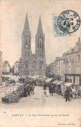 SAINT LO - La Place Notre-Dame Un Jour De Marché - Saint Lo