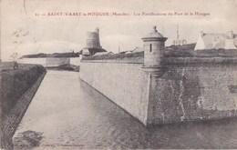 50 SAINT VAAST La HOUGUE  Jolie Vue Sur Les FORTIFICATIONS Du FORT De La HOUGUE Architecte VAUBAN Timbre 1922 - Saint Vaast La Hougue