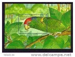 COMORES   866  MINT NEVER HINGED SOUVENIR SHEET OF BIRDS   ; PAROT ( - Unclassified