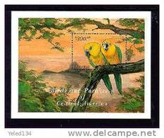 GUYANA   3431  MINT NEVER HINGED SOUVENIR SHEET OF BIRDS   #  0608-3    ( - Unclassified