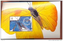 TURKS & CAICOS  ISLANDS  901  MINT NEVER HINGED SOUVENIR SHEET OF BUTTERFLIES - Papillons