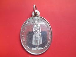 Médaille Religieuse Ancienne/Bienheureux B J LABRE Né à AMETTES Diocèse D'ARRAS/Ste Marie Du Mont/ROME /1860      CAN30 - Religión & Esoterismo