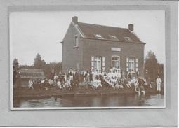 SCHOTEN:  FOTOKAART-VAARTWACHTER  CANAL SCHOOTEN-MET VOLK - Schoten