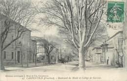 """CPA FRANCE 84 """" Carpentras, Le Boulevard Du Musée Et Le Collège De Garçons"""" - Carpentras"""